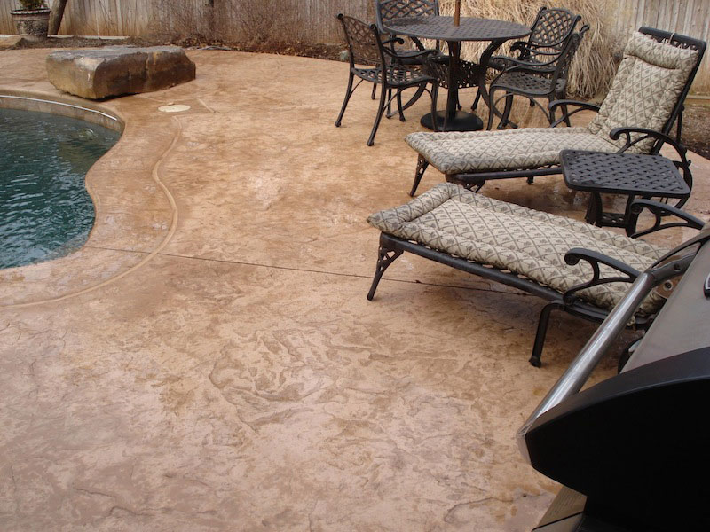 How To Dress Up A Patio Or Pool Deck